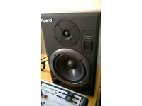 roland ds 5 moniters and 1204 berhinger usb mixer exellent condition and mic