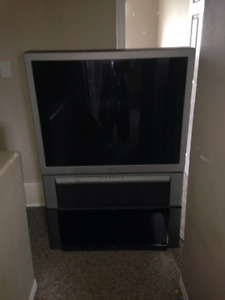 "42 "" Sony & 5 disc DVD player"
