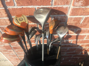 Right Handed Set of Golf Clubs & Bag