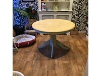 Round pedastal table and chairs