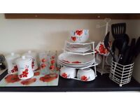 Poppy dinner set, chopping board and accessories