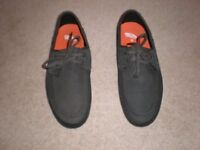 """VANS """"OFF THE WALL"""" Shoes - Size 9 (Brand New)-£20"""