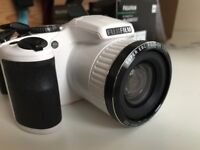 Fujifilm FinePix S4800 16MP, White, 1 year old, hardly used