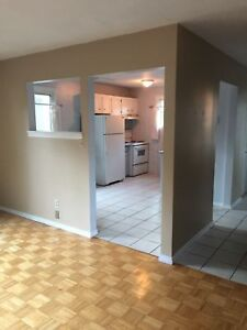 3BD 1BTH HOUSE W/NEW FLOORING ON COPPERFIELD $1,000 +++ SEPT 1