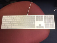 FULL SIZE WIRED APPLE KEYBOARD