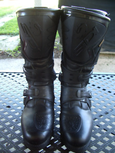 Armored gortex lined motorcycle boots