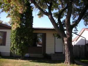 3 Bdrm House Main Level - Fenced Yard - Close to Cornerstone