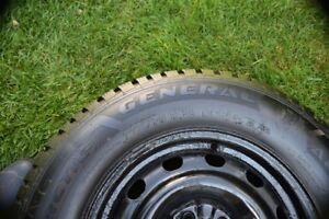 4   pneus  a vendre   a   l'état  neuf   avec  jantes