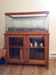 Aquarium 70 gallons avec meuble en bois