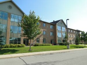 Super clean main floor condo in south end Barrie