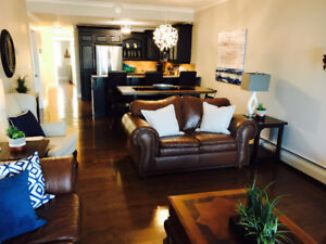 EXECUTIVE 2 BDRM WATERFRONT CONDO CH'TOWN FURNISHED AVAIL SEPT