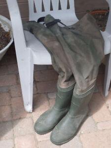 Mens size 11 Bushlite hip waders, excellent condition