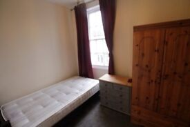 TERRIFIC 2 DOUBLE bedroom flat around the corner from **FINSBURY PARK** fantastic location!!