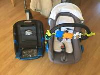 Minum baby newborn car seat and isofix base, great condition