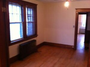 1350/mo. 3 Br 1 Bath Upper Level Flat on Lawrence St.