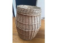 Vintage large wicker laundry basket very chic and stylish in great condition CAN DELIVER IN LONDON