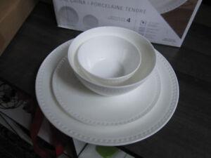 Mikasa (Loria) 16 piece dishware Set, NEW in box -- $45.00