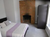 Double room with en-suite close to town