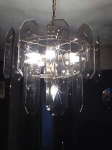 CHANDELIER WITH GLASS PANELS