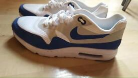 BARGAIN 35£ !!!BRANDNEW NIKE AIRMAX BLUE AND WHITE SIZE 8 UK
