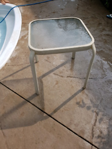 Off white out door side table
