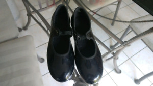 Girls black tap shoes size 2