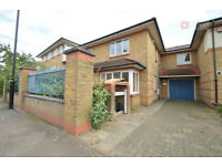 Spacious 3 or 4 bed house with 2 bath driveway and garden n4