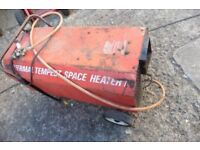 GAS SPACE HEATER WITH REGULATOR