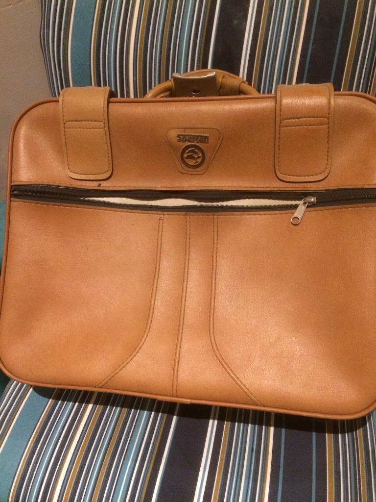 Spartan retro cool travel suitcase £40on