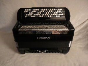accordion roland fr-8x--for sale.