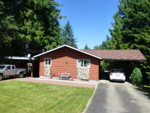 Minutes' walk from Shuswap Lake in Blind Bay!