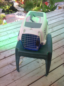 Cat carrier or puppy kennel like new