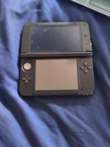 Nintendo 3DS XL with charger + Pokemon Moon