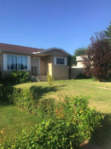 Mill Woods 3 Bed Room House Immidiatley