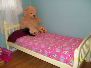 LOOKING FOR A TODDLERS BED / KIDS BED