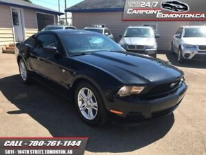 2012 Ford Mustang V6 AUTO MINT!!!  BLACK BEAUTY!!!
