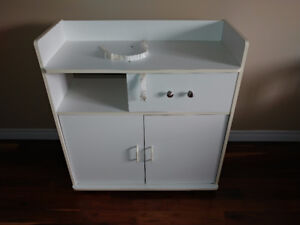 baby changing station in excellent condition