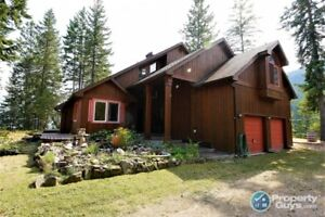WATERFRONT custom 4 bedroom with guest house Kaslo 199002