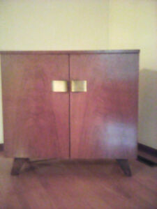 Vintage Chisholm Radio and Record player in cabinet