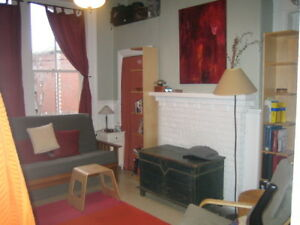 444RENT- Downtown Bachelor Close to Everything! Available August