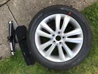 Hyundai ix35 alloy wheel jack and wheel brace