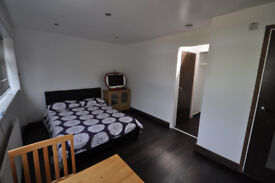 BILLS INCLUDED Stunning spacious studio flat close to Wandsworth, wimbledon and putney