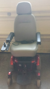 Quantum Wheel Chair w/ Battery Charger