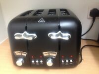 Delonghi Toaster in Black