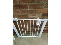 Pressure fit safety gate