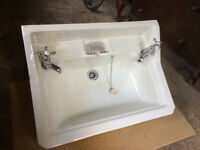 ANTIQUE SINK WITH CAST IRON BRACKETS