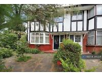 5 bedroom house in Princes Avenue, London, W3 (5 bed)