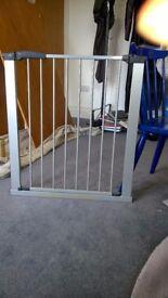 Stair gate - Baby Dan in silver grey