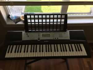Yamaha (YPT-200) with stand