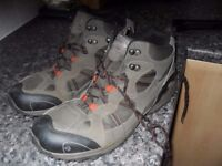 REGATTA HIKING BOOTS IN GOOD CONDITION SIZE 11